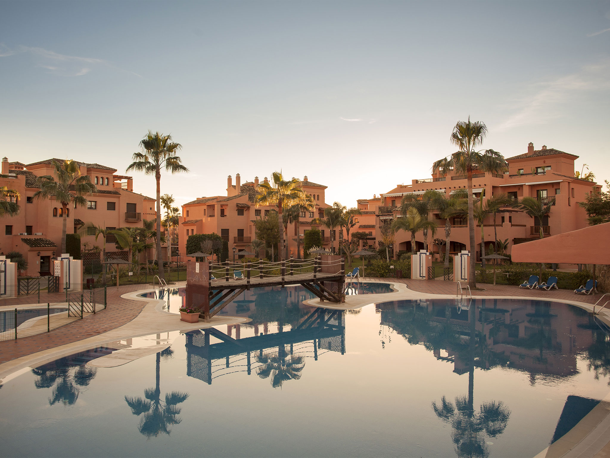 Hacienda del Sol - LiveScape Apartments & Villas